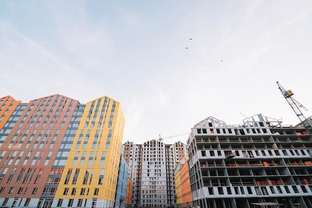 Внешний вид здания жилого района