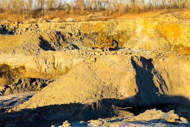 花崗岩採石場での鉱物資源の抽出
