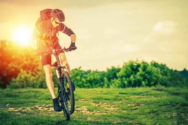 Экстремальный горный велосипед