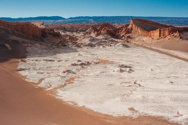 Экстремальный ландшафт долины луны в пустыне атакама в сан-педро-де-атакама, чили.