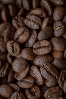 매우 근접 배경 금 줄무늬, 좋은 아침 개념 볶은 커피 콩