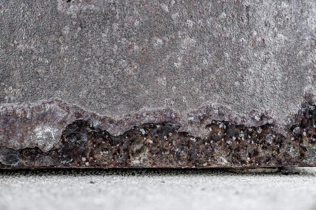 非常にクローズアップのさびた鉄の壁