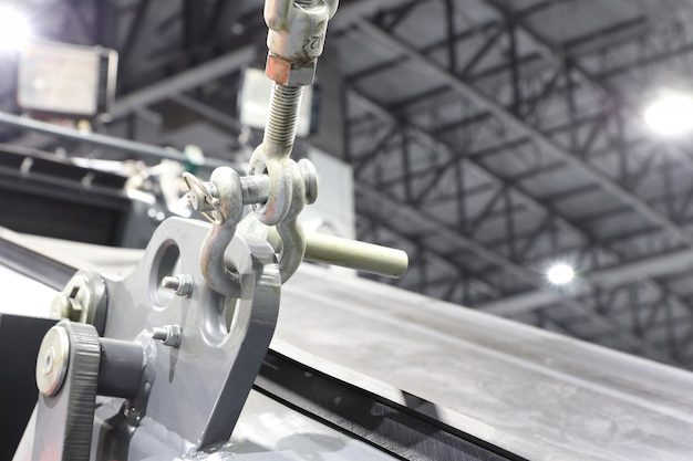 頑丈な機械のロードスリング用のアイボルトとシャックル。
