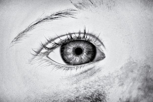 Глаз годовалой девочки