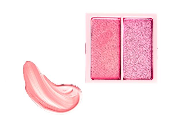 아이 섀도우 파우더 또는 블러셔 메이크업 팔레트는 플랫 레이 핑크 코스메틱 스미어 아이섀도우와 립글로스로...