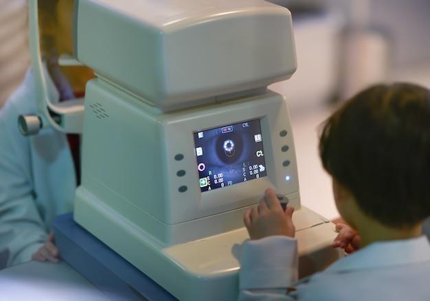 視力測定機