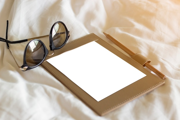 안경 및 펜