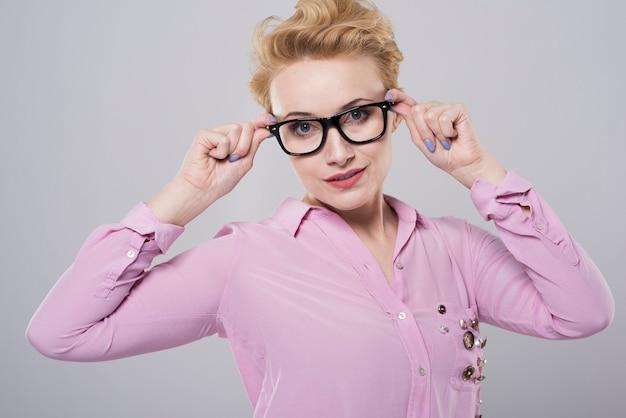 彼女にぴったり合う眼鏡