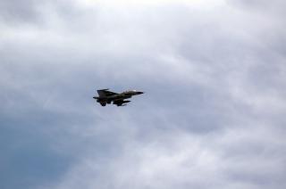 F16 истребитель