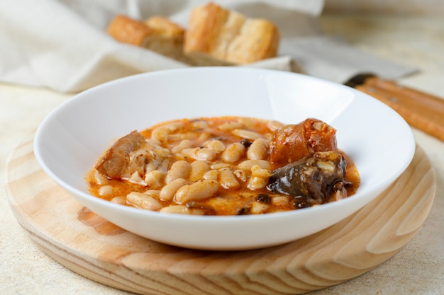Fabada asturiana、調理済みの豆。