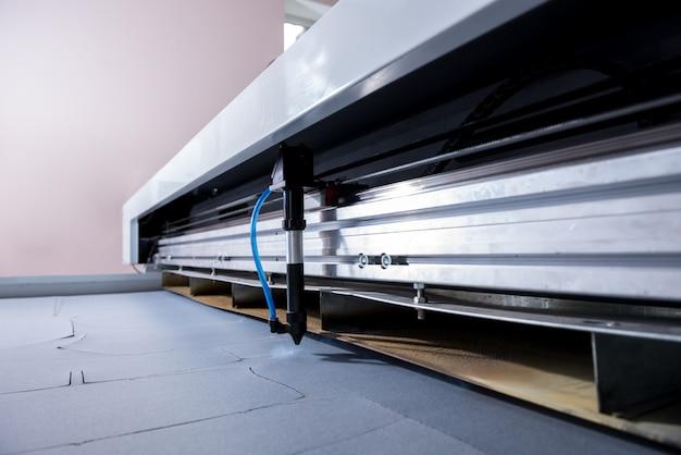 ファブリック業界の生産ライン。繊維工場。作業仕立て加工布。