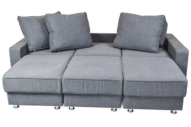 白い背景で隔離された灰色の布製ソファベッドには、クリッピングパスが含まれています。