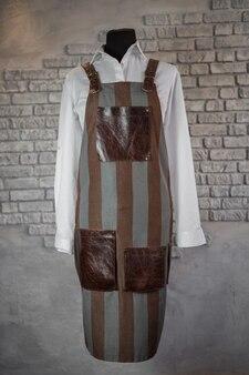 마네킹의 직원을위한 패브릭, 줄무늬 앞치마, 가죽 삽입물,. 유니폼.