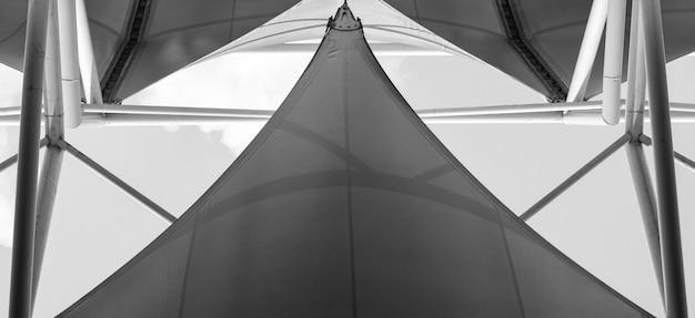 布張りの屋根と鉄骨構造 - 背景