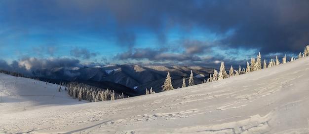山の素晴らしい冬