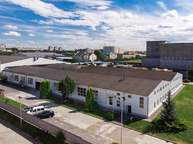 近代的な商業工場倉庫のファサード