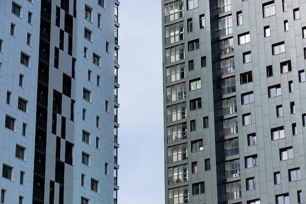 현대적인 새로운 주거용 건물의 외관