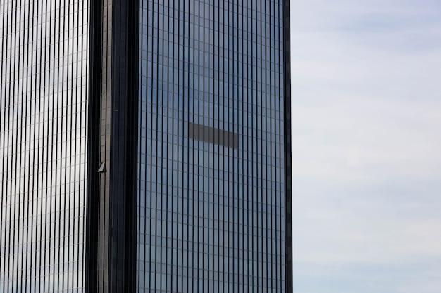 현대 오피스 빌딩의 외관