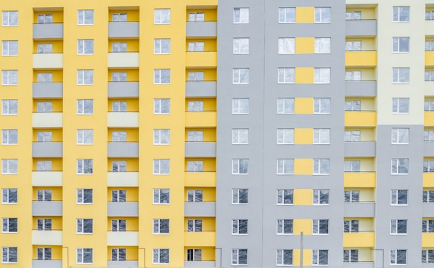 多階建ての建物のファサード。断片。バックグラウンド