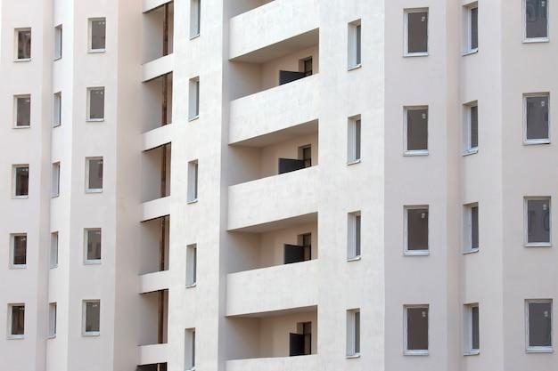 Фасад нового многоэтажного жилого дома