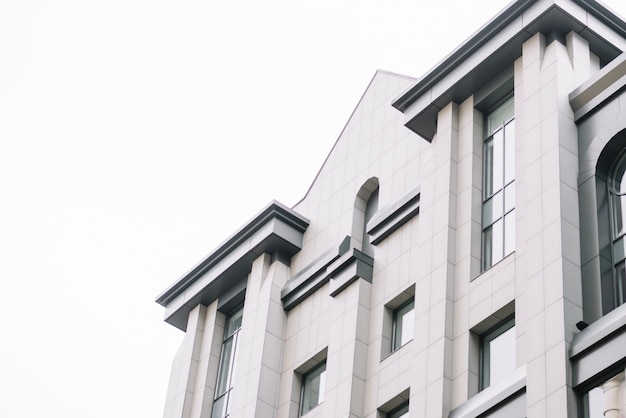 Фасад нового современного здания