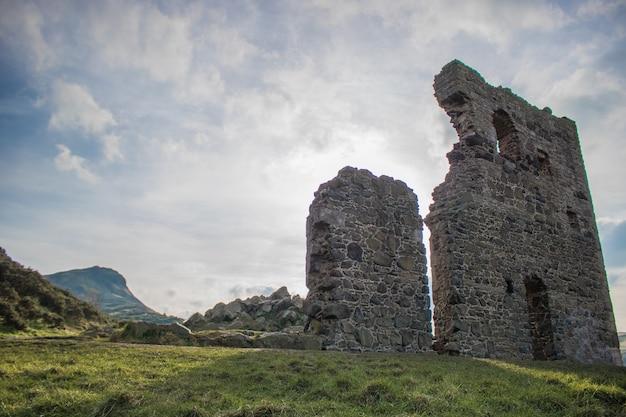 スコットランドのエジンバラのアーサーズシートにある聖アンソニー礼拝堂遺跡のファサード