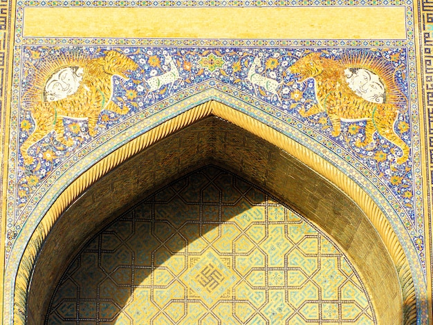 Facade of the sher-dor madrassah on registan square in samarkand. uzbekistan