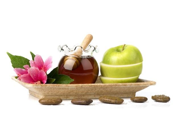 사과와 꿀 흰색 배경에 고립 된 얼굴 마스크.