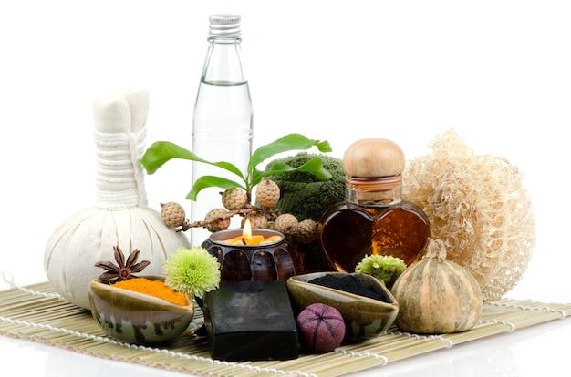 竹炭、ウコン、ココナッツ オイル、蜂蜜を使ったフェイス マスク