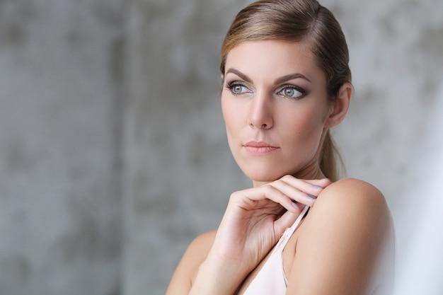 아름다운 여자의 얼굴