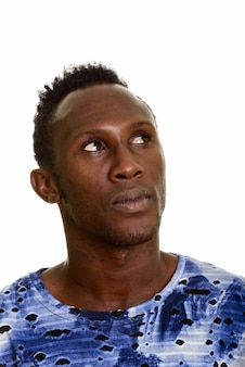 考えて若い黒人アフリカ人の顔