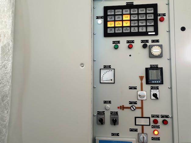 電気制御および保護パネルの工場受け入れテストアラーム機能テスト
