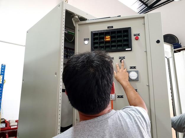 電気制御および保護パネルの工場受け入れ試験
