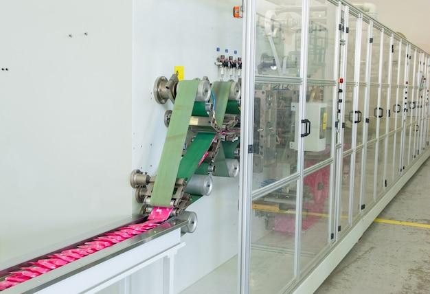 Фабрика и оборудование по производству женских гигиенических прокладок.