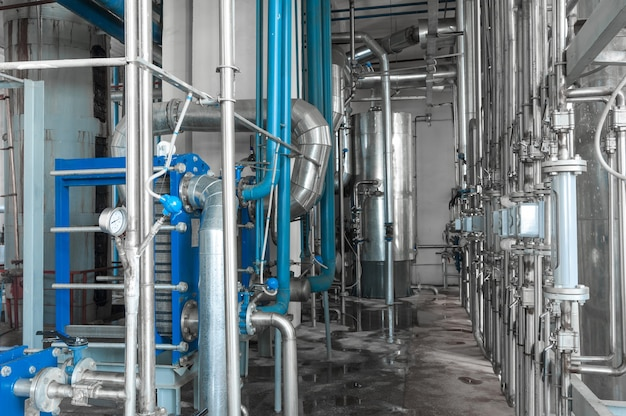 飲料製造用の工場および工業生産プラント