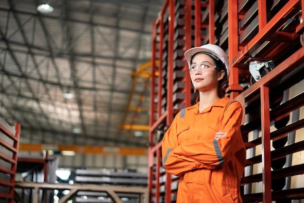 工場女性労働者