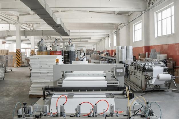 자동차 필터용 펠트 원단 가공을 위한 작업장 장비 및 기계 공장