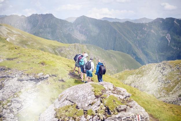 Fagaras山脈での岩石の討論会