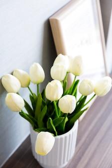 가정 훈장을위한 가짜 튤립 꽃