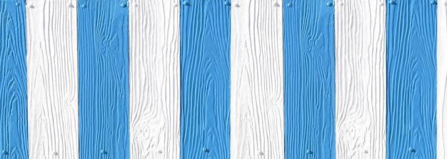 白と青のアクセントのあるフェイクウッドテクスチャ