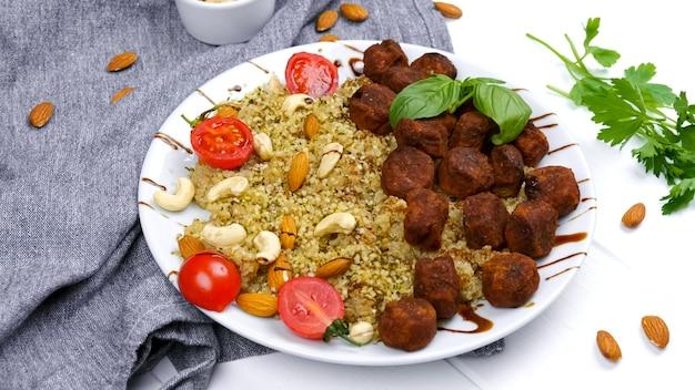 Фалафель булгур и овощи