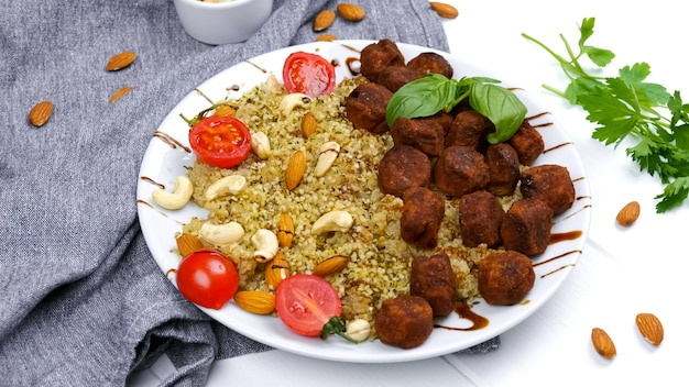 Falafel bulgur and vegetables