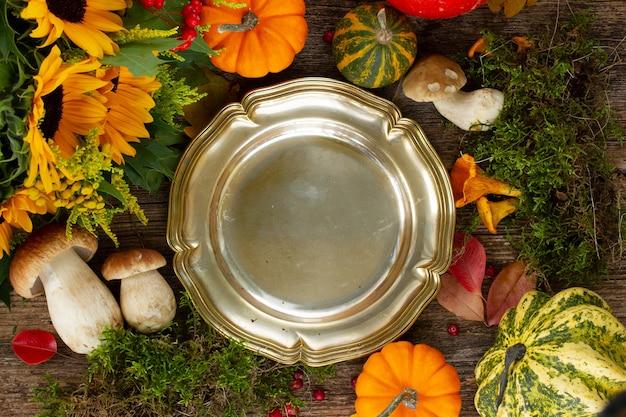 Осенняя рамка с грибами