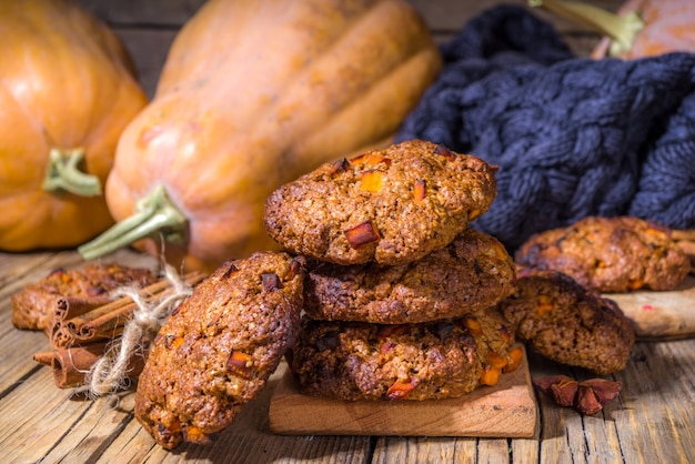 Fall snickerdoodle style pumpkin oatmeal cookies, halloween thanksgiving, autumn baking food, cozy baking wooden background copy space