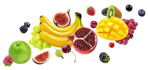 Падающие фрукты и ягоды, изолированные на белом фоне