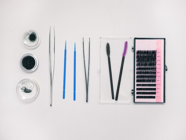 속눈썹 찌르기위한 속눈썹 및 도구.