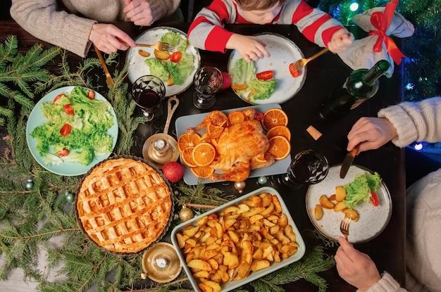 クリスマスディナーの家族、上面図