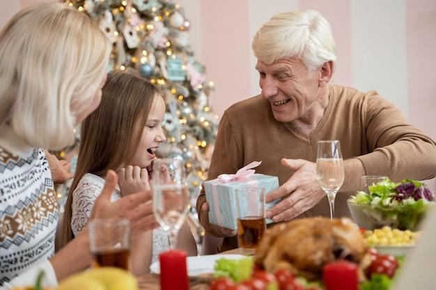 自宅で家族のセレブのクリスマス