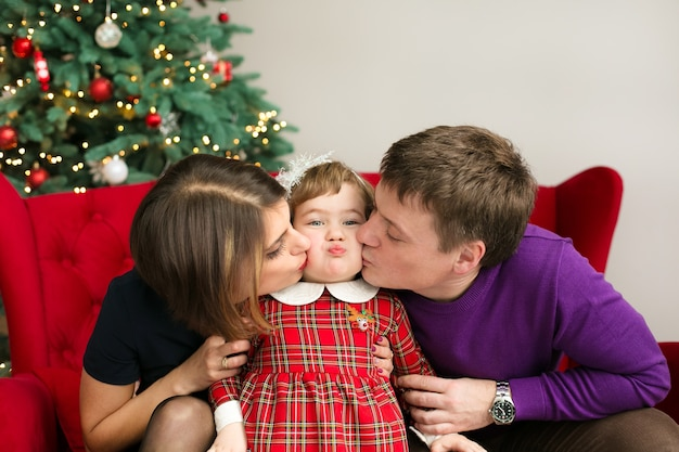 家族、クリスマス、幸せな人々