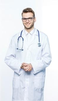 Семейный врач со стетоскопом